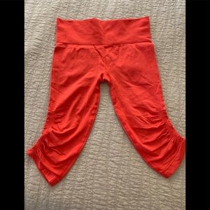 Lululemon in the flow leggings crop sz 8 orange